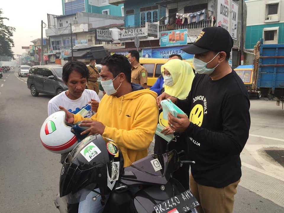 Johor Peduli Seluruh Jajaran Kecamatan Medan Johor Membagikan Masker gratis Kepada Masyarakat  Kota Medan